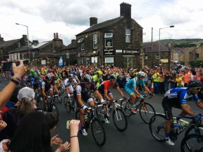 The peleton FLYING past at over 30mph