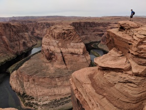 No safety ropes at Horseshoe Bend!